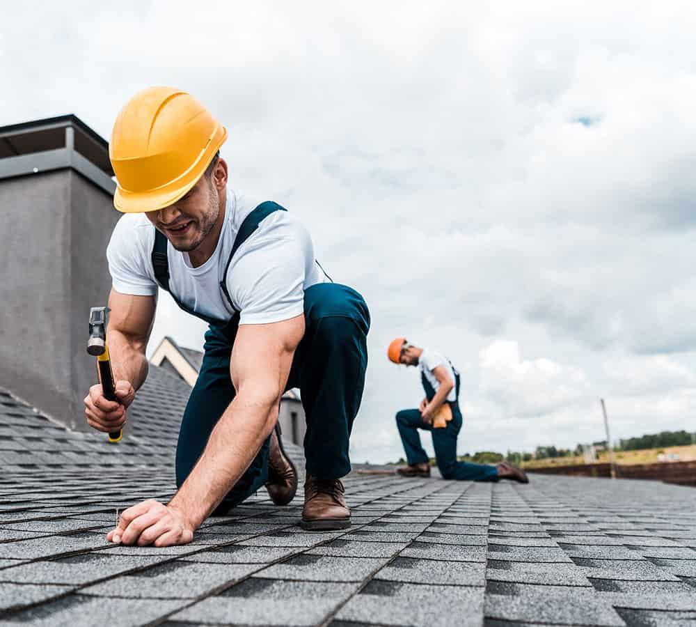 https://www.noahsroofing.net/wp-content/uploads/2021/07/roofing-professionals.jpg